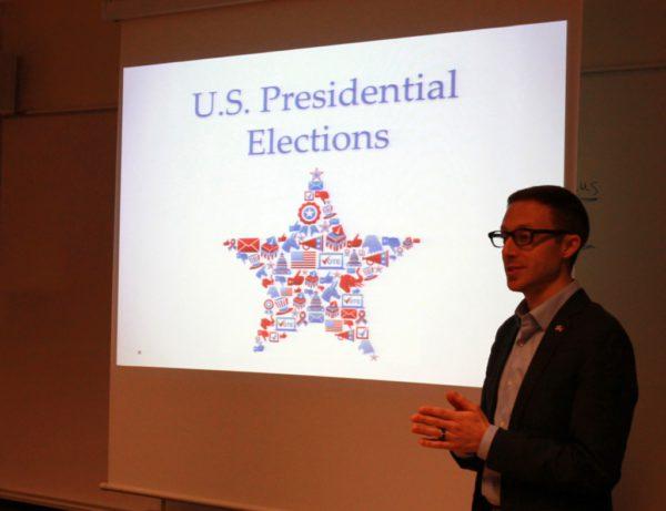 Christopher Groth talade om sitt jobb på ambassaden och den amerikanska presidentvalet